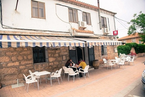 Bar Rafael Patones terraza exterior